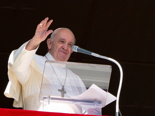 Pope at Angelus: love of God and neighbour fundamental to Christian life