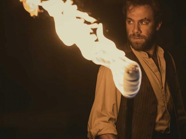 Il Segreto, trame iberiche: Maria spara a Fernando e lo lascia bruciare fra le fiamme