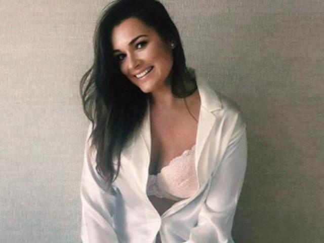 """Alena Seredova confessa: """"Avere il seno grande è stato difficile, mi ha causato un enorme complesso"""""""