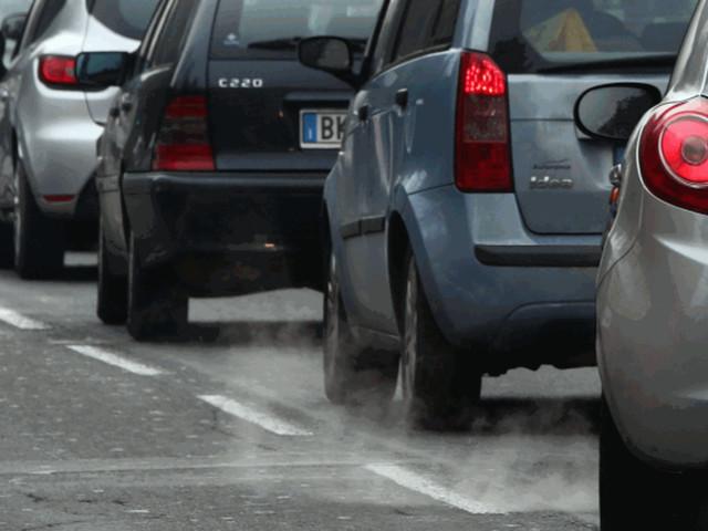 Trasporti: è boom di auto in Italia, ma sono vecchie e inquinanti