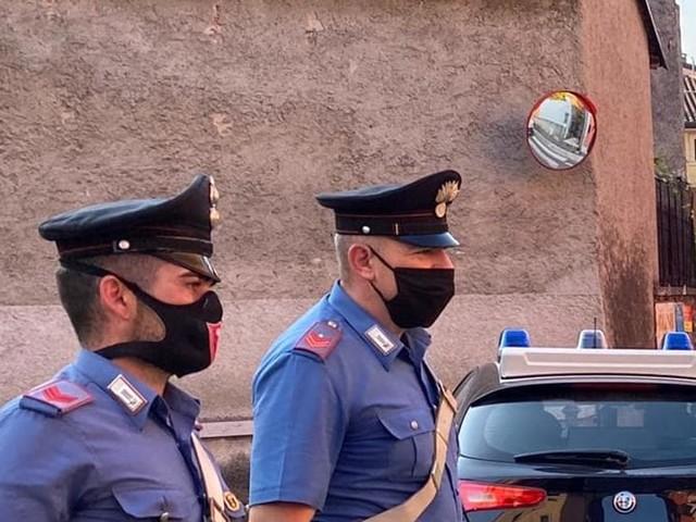 Ubriaco, aggredisce prima i sanitari del 118 e poi anche i carabinieri