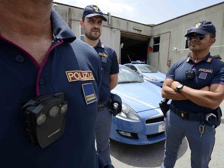 Gli agenti chiedono bodycam, ma li incriminano per tortura
