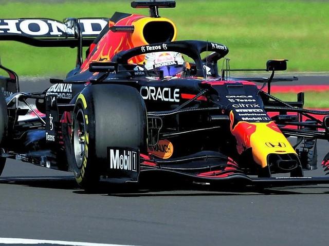 Verstappen batte Hamilton La Sprint Race vale la pole e un posto nella storia