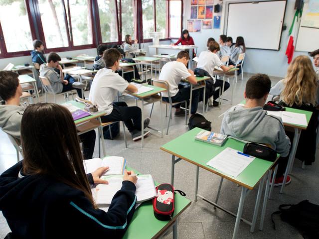 58 mila nuove assunzioni nella scuola. E dal 2018 partono i licei brevi