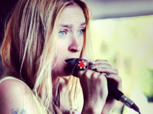 """Ekat Bork: la """"Musa di Ghiaccio"""" al Vinile Club per presentare il nuovo album"""