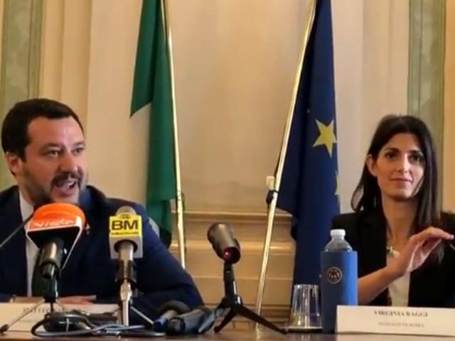 """Salvini torna all'attacco della Raggi: """"Regali non ne facciamo. Non ha controllo della città"""""""