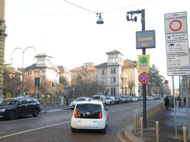 A Milano telecamere accese per Area C e Area B.