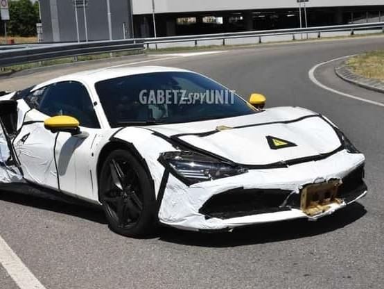 Ferrari V6 Hybrid, test di maneggevolezza sulla pista di Fiorano – VIDEO