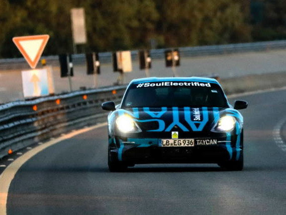 Porsche Taycan: prova di resistenza