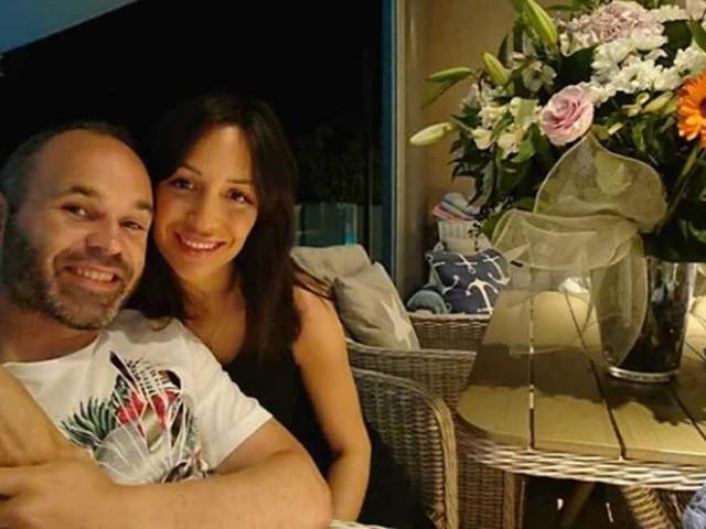 """Iniesta festeggia l'anniversario con la sua Anna: """"Al tuo fianco…"""""""