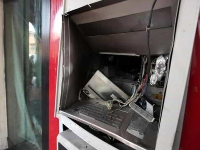 Assalti ai bancomat con le bombe, sgominata banda: 5 arresti