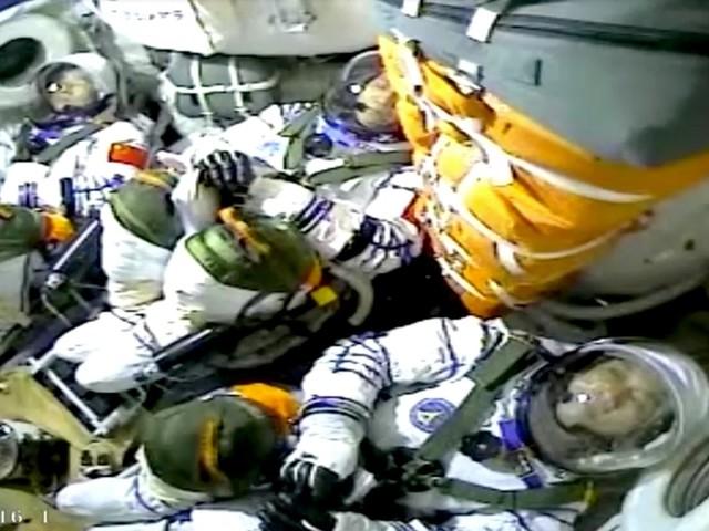 Spazio. decollato il razzo che porterà il primo equipaggio cinese nella nuova stazione