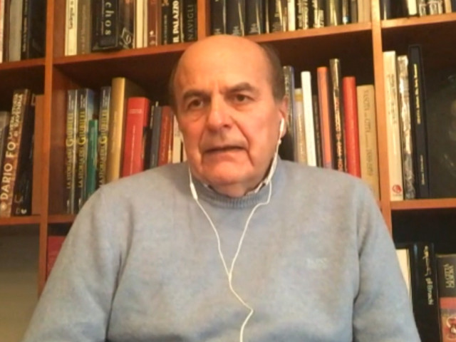 """Governo, Bersani: """"Una maggioranza di raccogliticci non basta, serve nuovo patto politico. Anche con una gamba di centro"""""""