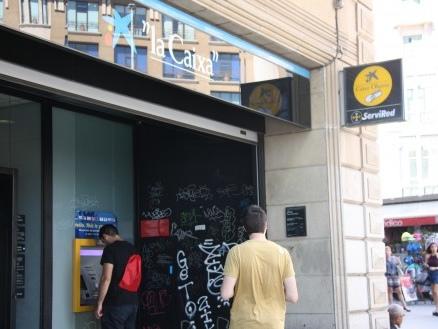 In Catalogna, gli indipendentisti giocano la carta della corsa ai bancomat. Ma attenzione al Brexit