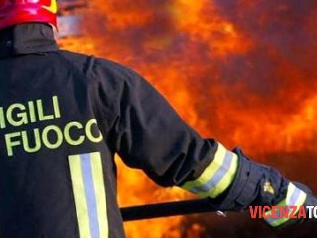 Arzignano, incendio al tetto: soccorsa una famiglia
