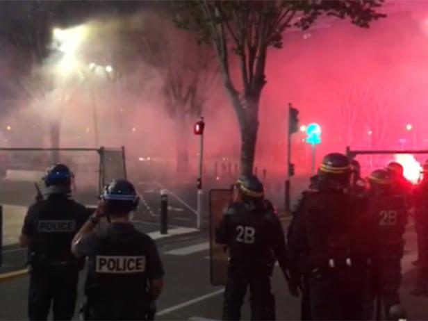 Grecia, sospesa Panathinaikos-Olympiakos per scontri tra ultras e polizia – VIDEO