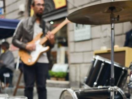Borgo Palazzo in festa il 22 settembre Musica, artisti di strada, cibo e... si vola