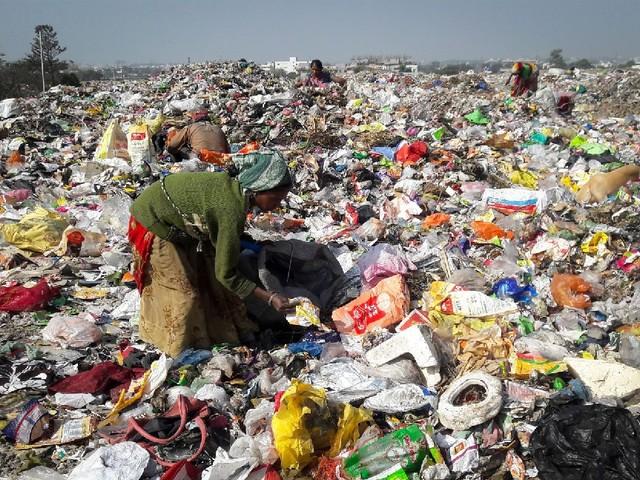 India: la rivoluzione delle donne e della plastica comincia dalle spazzine di Bhopal e Indore (VIDEO)
