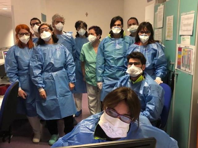 """Coronavirus, su Facebook il tributo a medici e infermieri del Nord Italia: """"Sono i nostri angeli"""""""