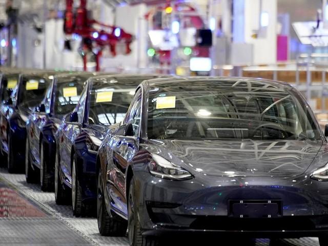 Tesla, vendite alle stelle