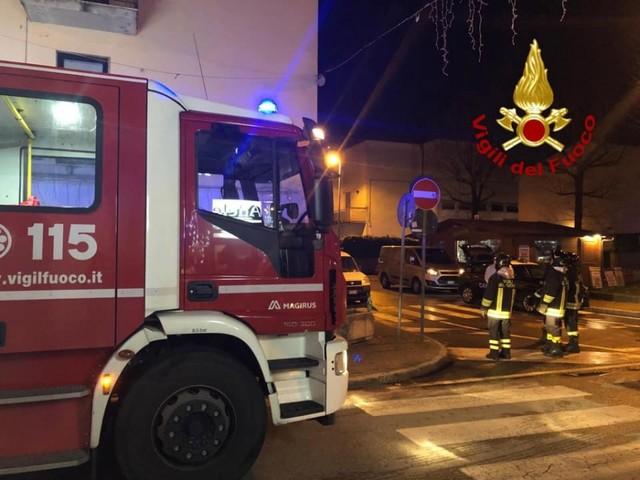Pistoia, incendio parte da luci dell'albero di Natale: muore 83enne