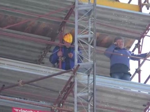 """Licenziati Pomigliano su campanile, """"negato reddito"""""""