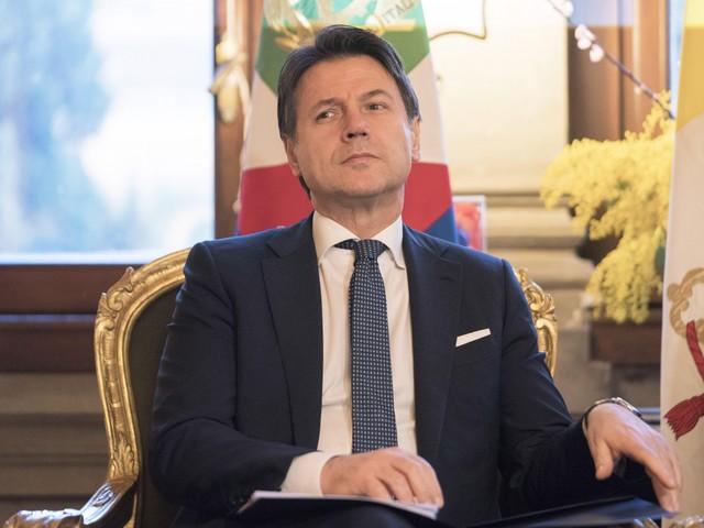 Conte vuole tenersi la poltrona: è pronto a sfilare 6 senatori a Italia Viva