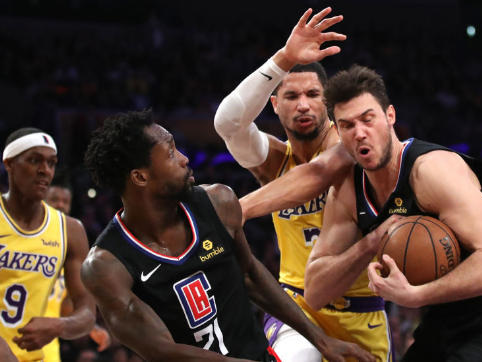 Nba: Gallinari batte LeBron nel derby di Los Angeles, gli Spurs superano Denver
