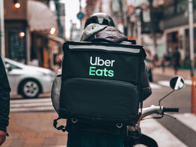 Uber eats implementa la sua app con le misure di sicurezza per i rider