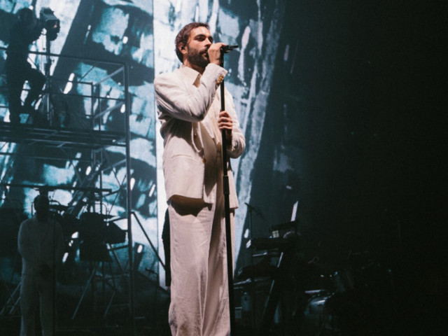"""Tris di concerti per Marco Mengoni al Forum di Assago: """"Va di moda diffondere l'odio, noi diffondiamo l'amore"""""""