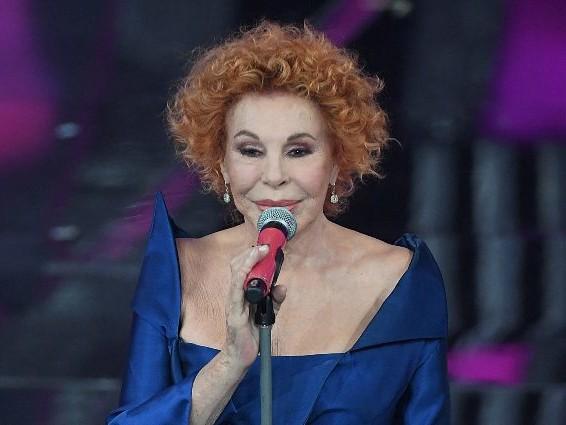 """Ornella Vanoni dimentica il testo di """"Bocca di rosa"""": """"Non vedo un caz*o"""""""