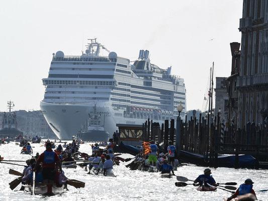 Il governo Conte dichiara guerra alle grandi navi a Venezia