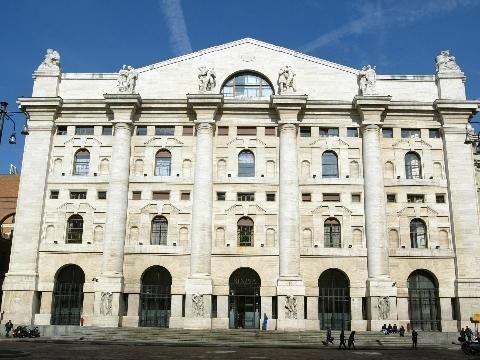 Borsa: Milano chiude in rialzo, + 0,8%