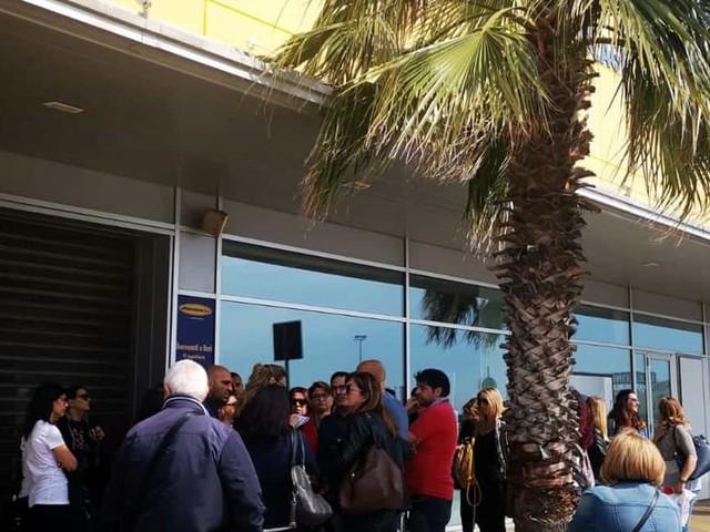 Mercatone Uno chiude per fallimento, la rabbia di lavoratori e clienti: negozi chiusi a Bari e Terlizzi