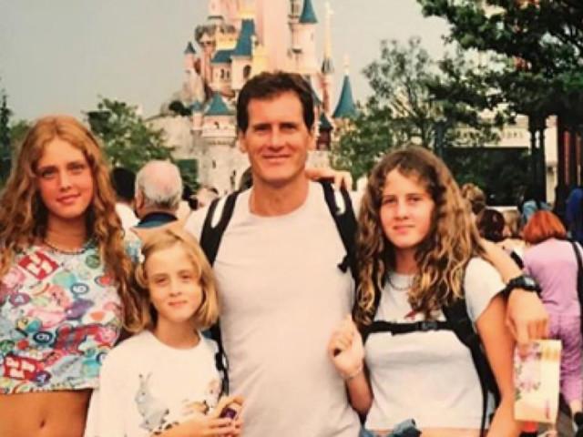 Chiara Ferragni a Disneyland con papà e sorelle: meglio nel 2002 o nel 2019?