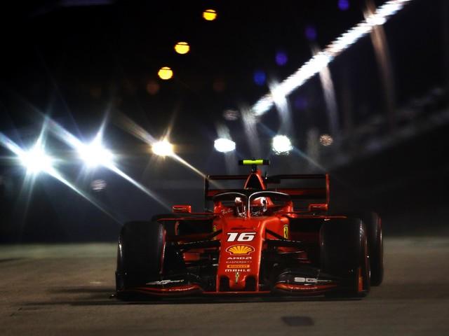 Formula Uno, Leclerc in pole position a Singapore. Terzo Vettel