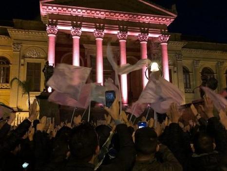 """Palermo in serie C, i tifosi scendono in piazza: """"Meritiamo rispetto"""" - Video"""