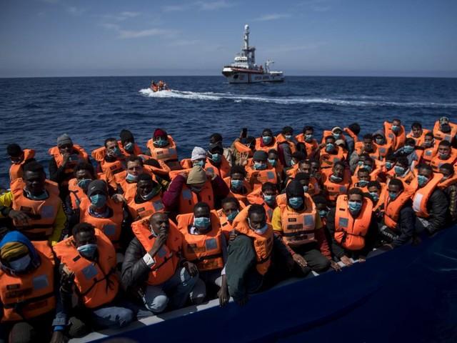 """Mille migranti """"invadono"""" l'Italia. Lega in pressing su Draghi"""