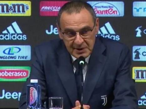 Maurizio Sarri torna a Napoli, tifosi divisi