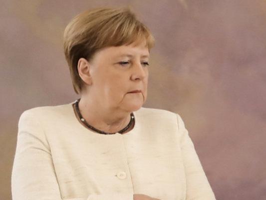 """Tutti contro Angela Merkel, la """"cancelliera che non c'è"""""""