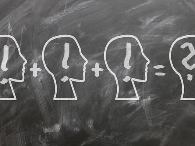 Maschi più bravi in matematica? Colpa degli sterotipi fra i banchi