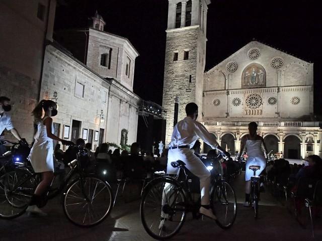 """Festival di Spoleto, la favola """"moderna"""" dell'Orfeo apre con successo la 63^edizione"""