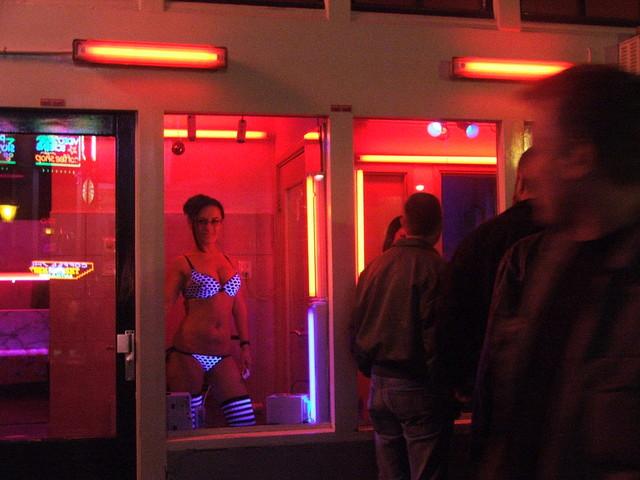 Toscana, prostitute in vetrina per rilanciare il turismo. Proposta choc in consiglio regionale