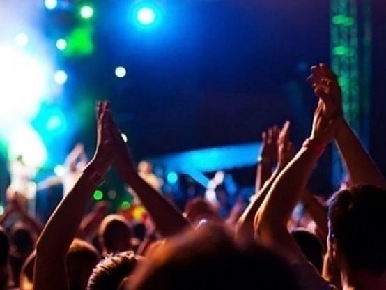 "Torino, nella discoteca ""chiusa"" 60 persone ballavano senza mascherina: blitz dei vigili"