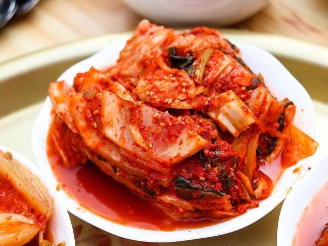 Kimchi: la ricetta del piatto tradizionale coreano a base di cavolo cinese fermentato