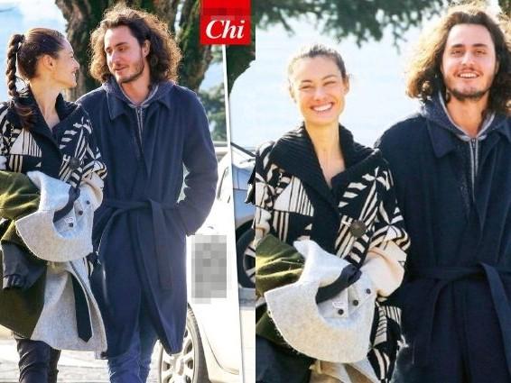 """Marica Pellegrinelli sorride a Charley Vezza, innamorati come """"adolescenti alla prima cotta"""""""