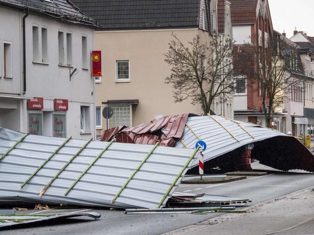 La tempesta Friederike flagella il Nord Europa: venti fino a 200 km orari, almeno 8 morti