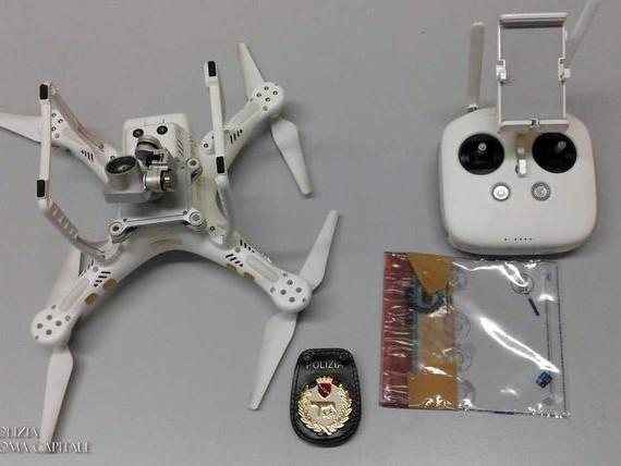 Fa volare drone sul Colosseo, denunciato
