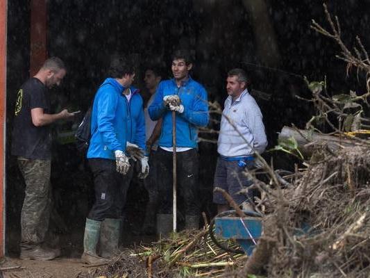 Maltempo: Nadal con i volontari per ripulire strade Maiorca