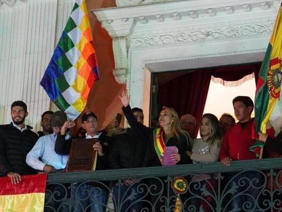 Bolivia:scontri a La Paz. La senatrice Añez si proclama presidente